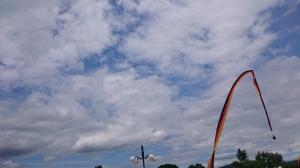Langit di Istano Baso Pagaruyung. Liat benderanya? Kaya bendera Jerman ya? Itu tandanya ada Pesta Pernikahan