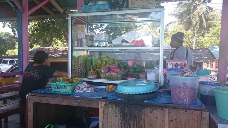 Rujak di Pantai Netsapa, Ambon