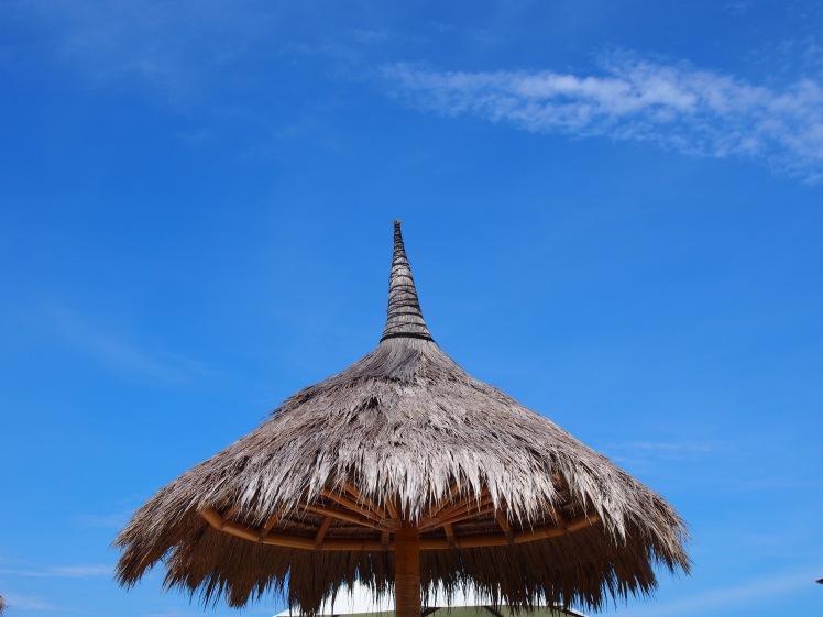 Berlindung dari panas. Pantai Seger, Lombok.