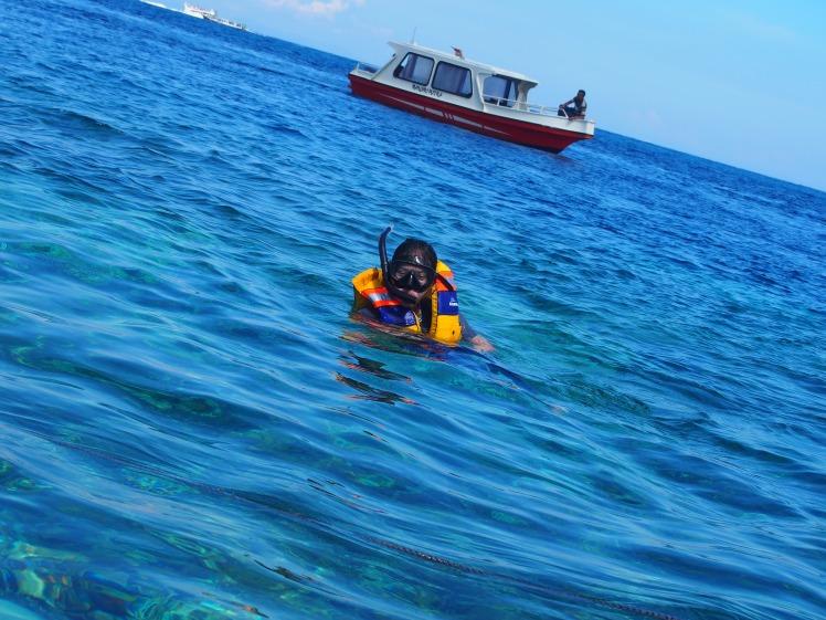 Motoin yang pengen difoto pas lagi di laut