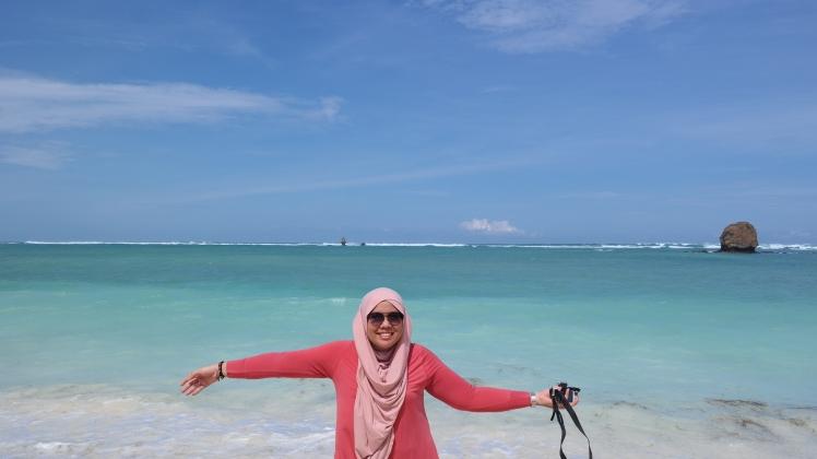 difoto oleh seorang teman. Pantai Seger, Lombok.