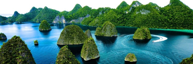 Raja Ampat, Indonesia (source: indonesia travel)