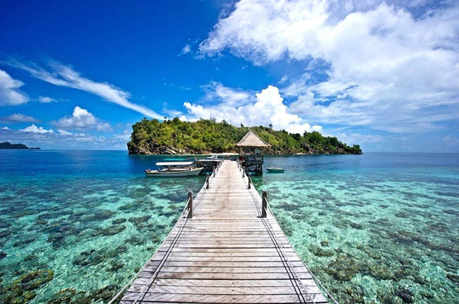 Raja Ampat, Indonesia (source: Travelling to Live)
